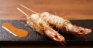 Kadaif roll skewers of headed shrimp -Americanene sauce-
